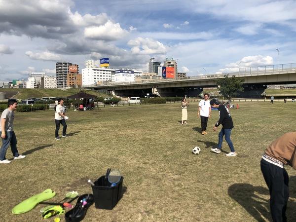 大阪西中島淀川河川敷で平日団体さんバーベキュー