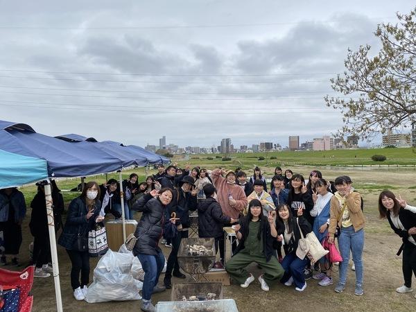 3月28日大阪・西中島で雨天バーベキュー